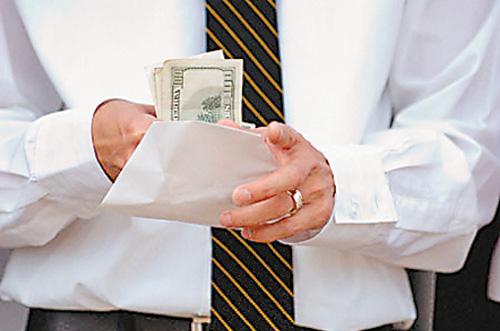 Снимка: Закопчаха полицейски инспектор докато взима подкуп