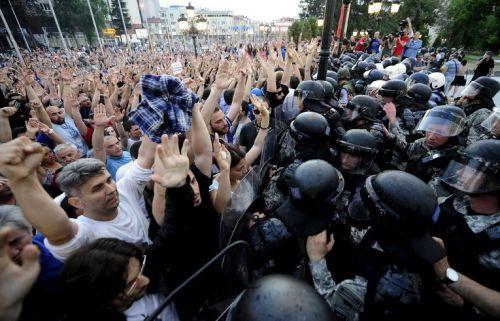 Протестиращите в Скопие искат оставката на президента