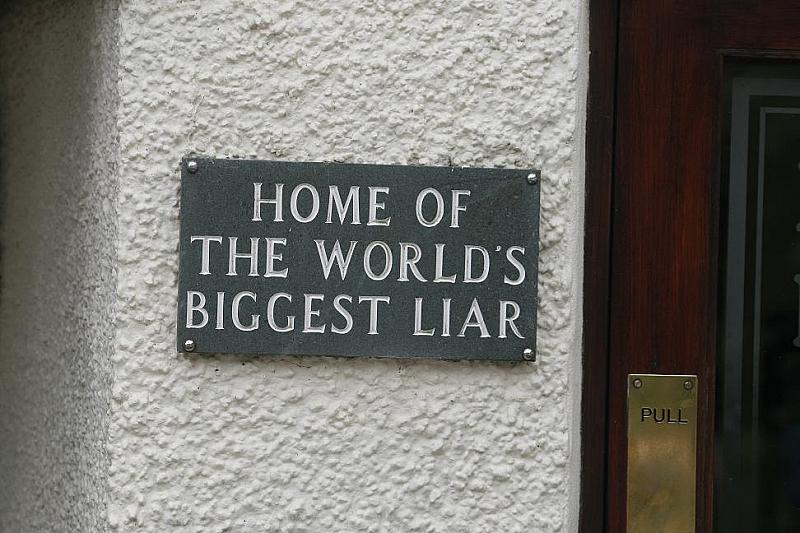"""Снимка: Фаворитът ни  за световната купа """"Най-голям лъжец"""" отпада несправедливо"""