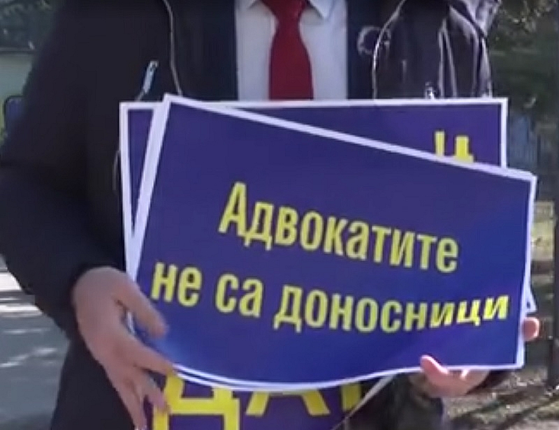 След като протестът на адвокатите срещу изискването да докладват пред