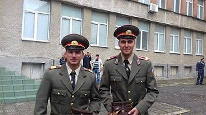 Снимка: Пак не достигат кандидати за офицери за армията