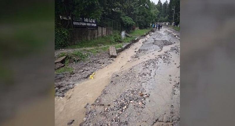 Цяла улица бе отнесена в Бистрица при столичния дъжд. Според