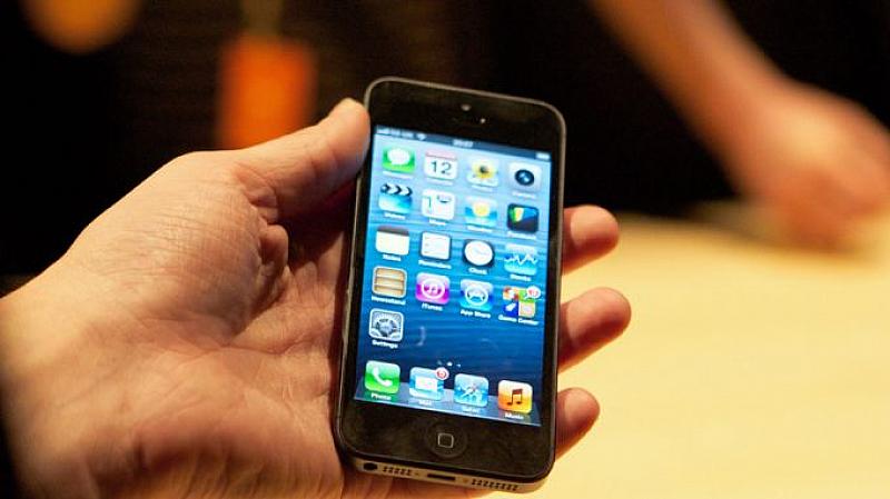 Руският парламент гласува забрана за използване на смартфони от войниците,