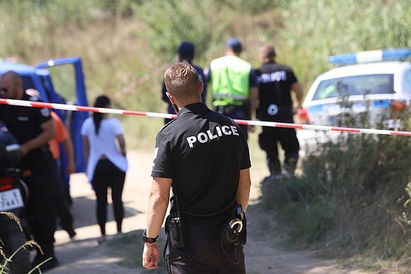 Снимка: Намериха останки на трети човек край Негован