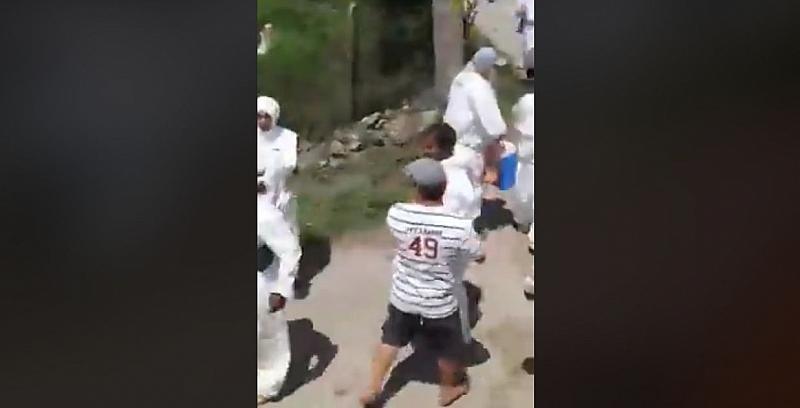 Разпространяван клип в интернет показва брутално отношение на лицата, изпратени