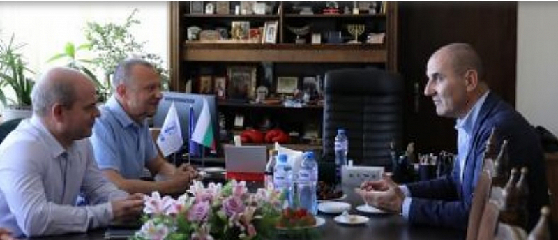 Снимка: Загубил доверие кмет на ГЕРБ чисти общината в Русе от екипа си