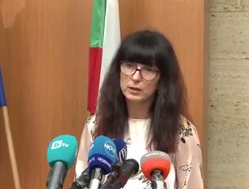"""След осиновяването на двете момичета от България, намерени в """"къщата"""