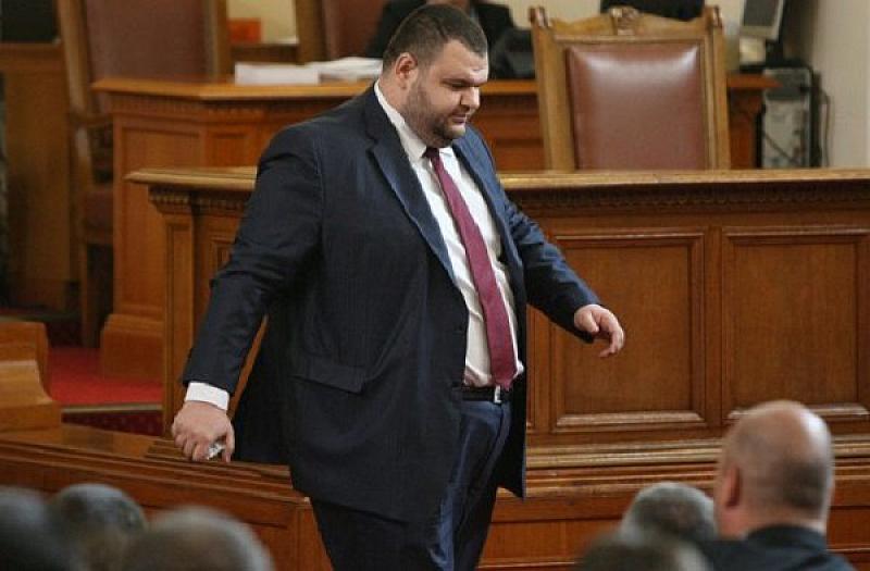 В България депутатът Делян Пеевски притежава шест вестника и контролира