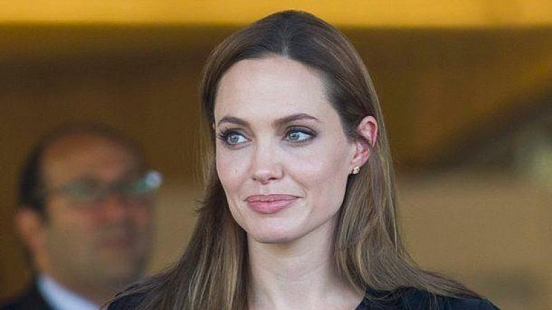 Холивудската актриса Анджелина Джоли е била приета в болница с