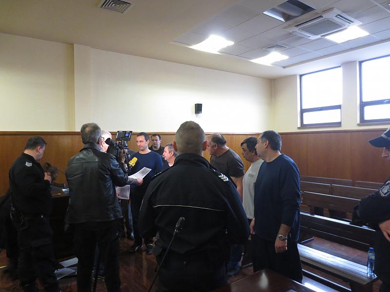 Снимка: Петима души в ареста говорят за безумното обвинение, че са прали пари от КТБ