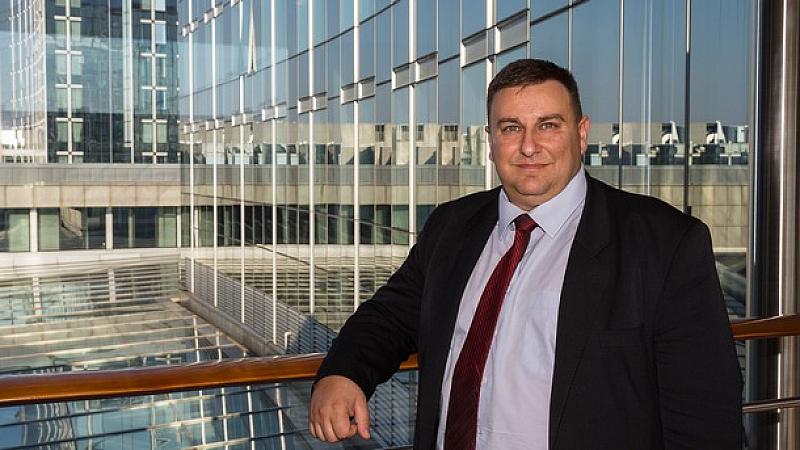 Евродепутатът Емил Радев е категоричен, че няма да приеме номинация