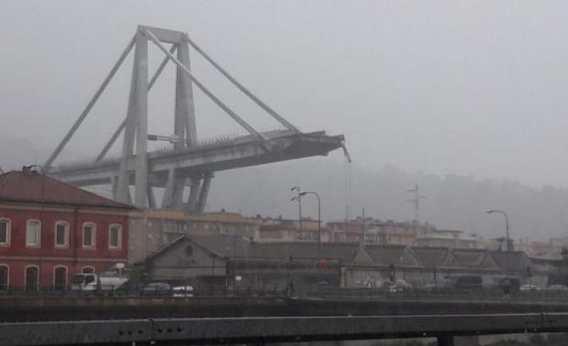 Десетки души загинаха след като мост се срути край Генуа.
