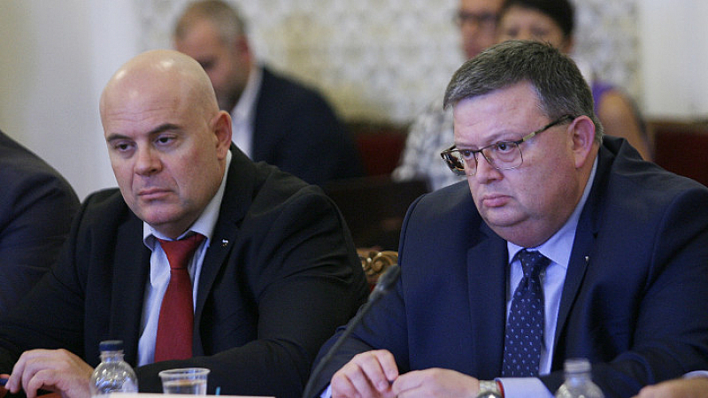 "Снимка: За порицание или за похвали са Цацаров и Гешев в ""Евроджъст"" в Хага?"