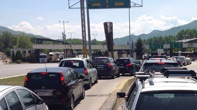 Граничните пунктове на страната ни работят с нисък капацитет заради
