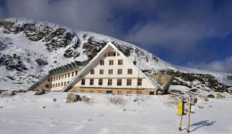 На връх Мусала падна юлски сняг. Количеството е достатъчно голямо,