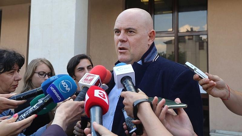 Настоятелно призоваваме българските власти на всички нива да оставят медиите