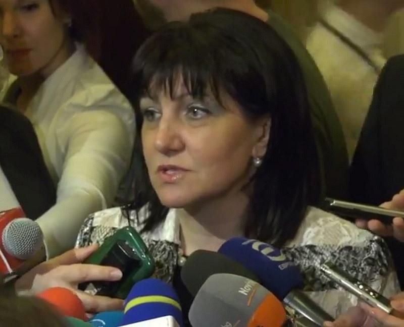 Снимка: Караянчева отговори на Нинова за възнагражденията на депутатите от БСП