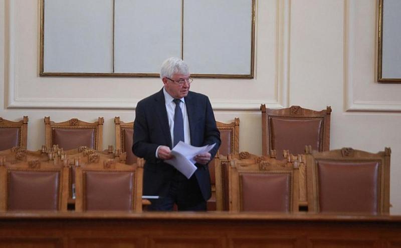 Здравният министър Кирил Ананиев отговори на декларацията на лидера на