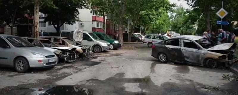 Четири автомобила горяха рано тази сутрин в Русе. Два от