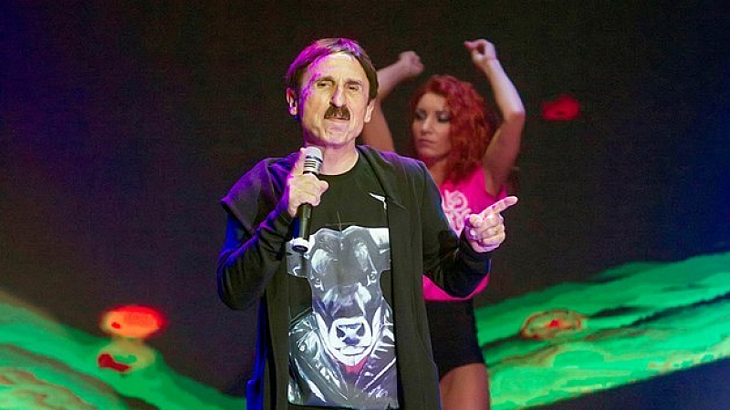Бомбата хвърли онлайн изданието e-svilengrad.com, което информира, че певецът с