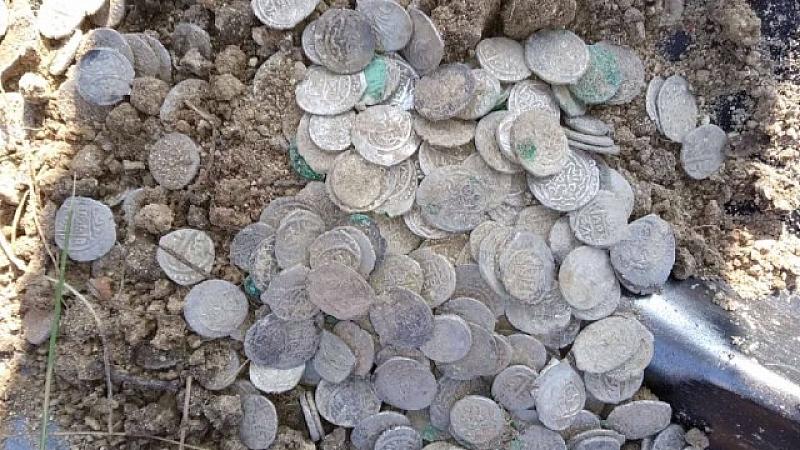 Откриха съкровище в Плевенския затвор.Делва пълна с няколко хиляди сребърни