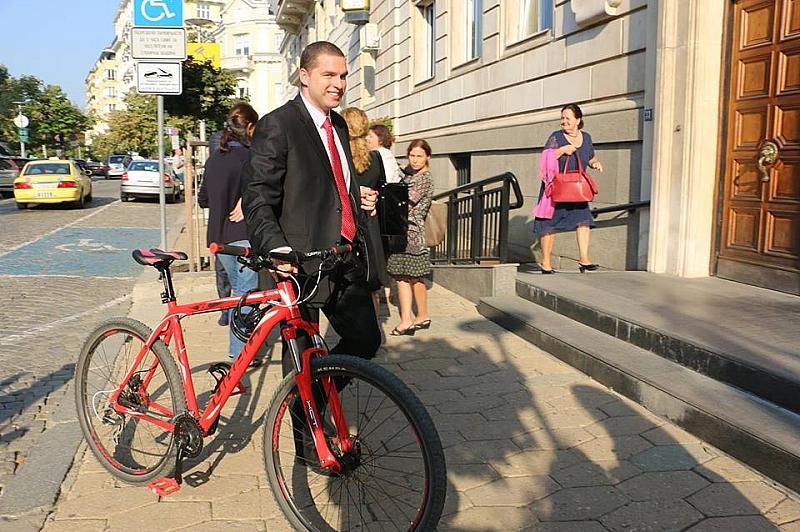 Забраната за каскади с велосипеди върху бордюри и стъпала отпада
