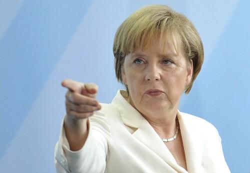 Меркел отстъпи за бежанците: поиска депортирането им