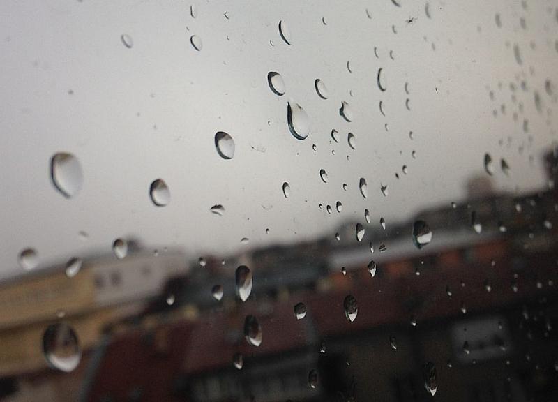Облачно и дъждовно ще се задържи времето днес над източната