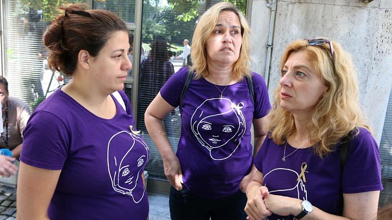 Родителите на онкоболни деца излязоха на протест пред Министерство на