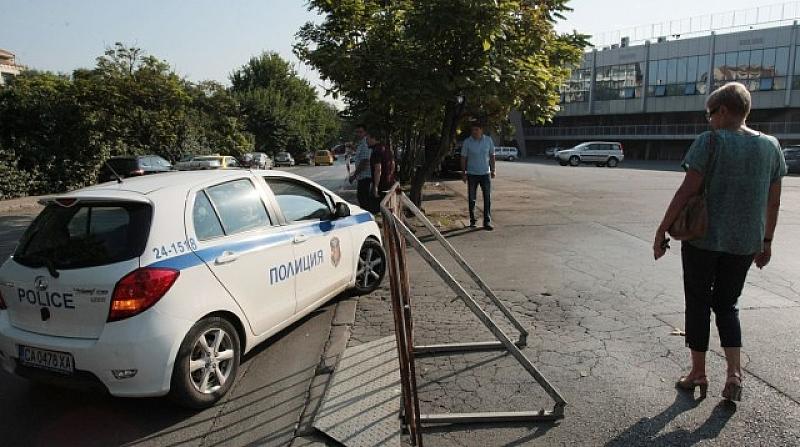 """Започва разчистването на автомобилите, паркирали пред националния стадион """"Васил Левски"""""""