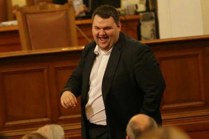 """Как Пеевски спечели """"Хемус""""? АПИ отстранила всички други участници"""