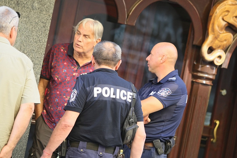 Мъжът, който във вторник следобед изкърти ограничители по столичната улица