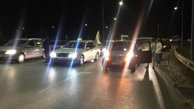 Протестно автошествие из улиците на Перник продължава в този момент.