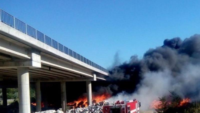 """Снимка: Собственикът на запалилото се депото за отпадъци под АМ """"Струма"""" получи обвинение"""
