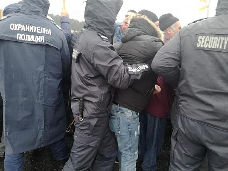 Стотици протестиращи от Хасково, Димитровград и Кърджали пътуваха с часове