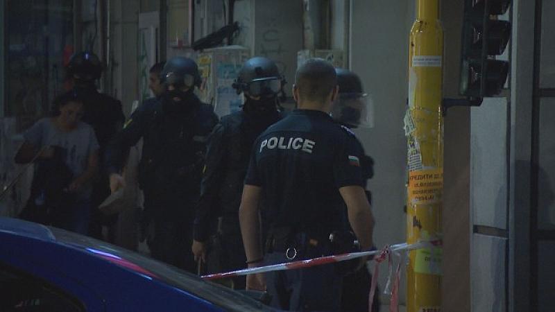Гръцката махала в Поморие е отцепена от полицаи. Хората не