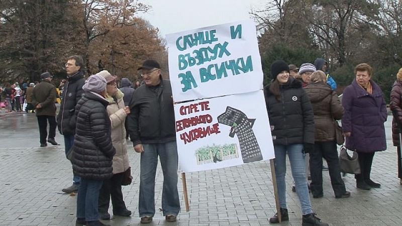 Варненци излязоха на протест срещу изграждането на висока сграда в