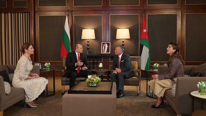 Българският президент и съпругата му бяха посрещнати на тържествена церемония