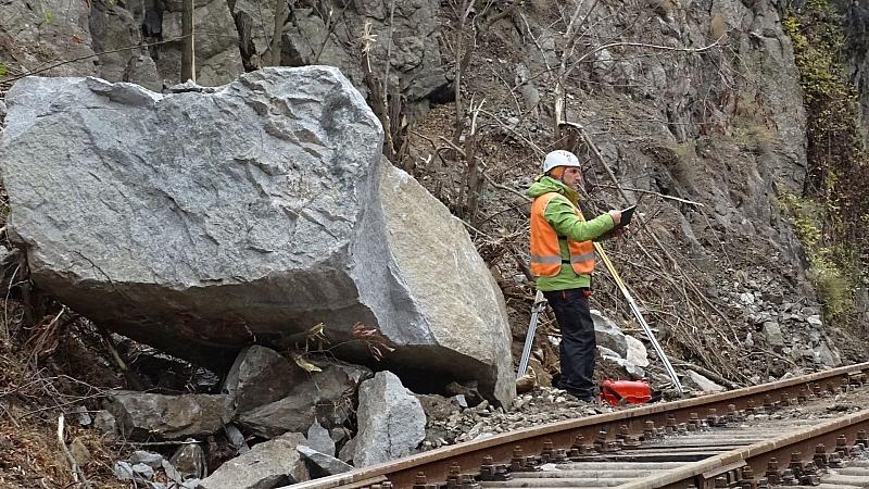 В 17:30 ч. беше възстановено движението на влаковете по линията