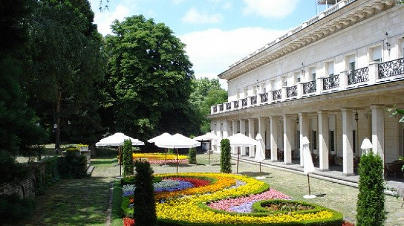 """Снимка: Млади социалисти от София искат паркът на резиденция """"Лозенец"""" да стане достъпен за всички граждани"""