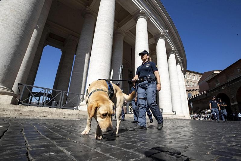 В Рим е обявено максимално равнище на терористична заплаха. Полицията