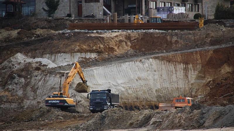 ДНСК ще направи обстоен преглед на документите на спорните строежи