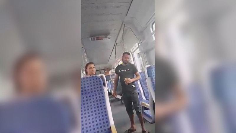 Скандал между пътници без билет и кондуктори във влак. Майка