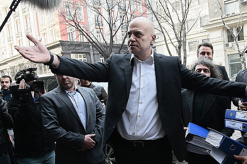 """""""Идват избори - да спасим един ключов министър и да"""