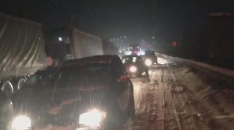 Силен сняг заваля в 11 области на страната днес. Там