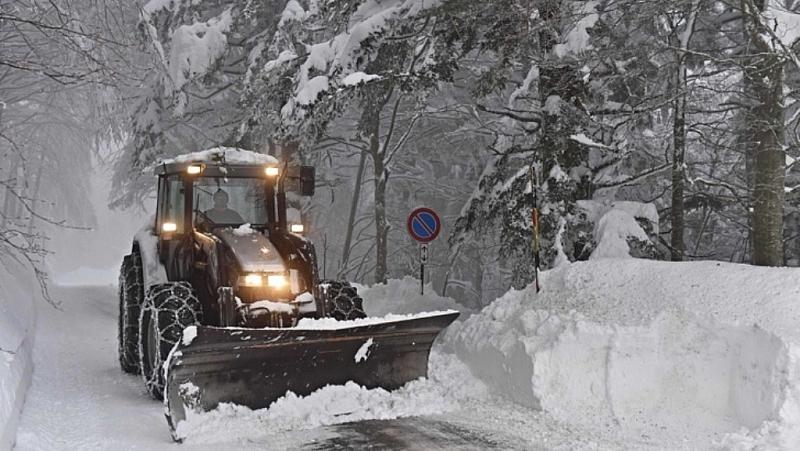 Снежната покривка се увеличава в Западна и Северна България с