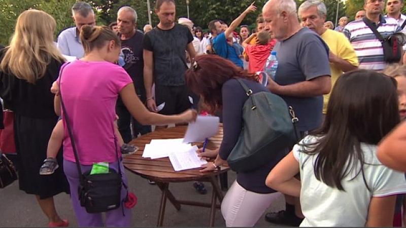 Подписка с искания срещу презастрояването на столицата внасят днес представители