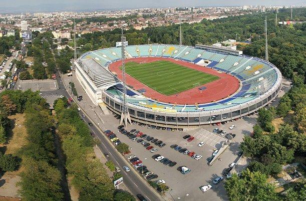 """Една част от паркинга около Националния стадион """"Васил Левски"""" става"""