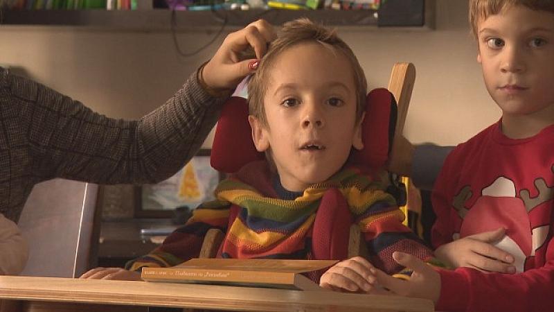 Състоянието на 9-годишния Стефан, който страда от спинална мускулна атрофия