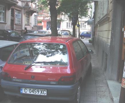 parkirani-trotoar_-2.jpg